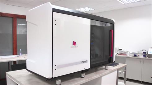 P1000 digital slide scanner in pathology lab