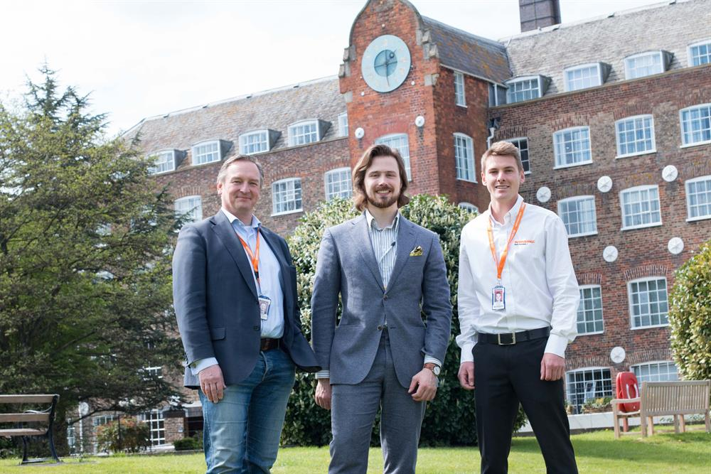 Michiel Holthinrichs (centre) with Philippe Reinders Folmer (left) and Charlie Birkett (right) of Renishaw