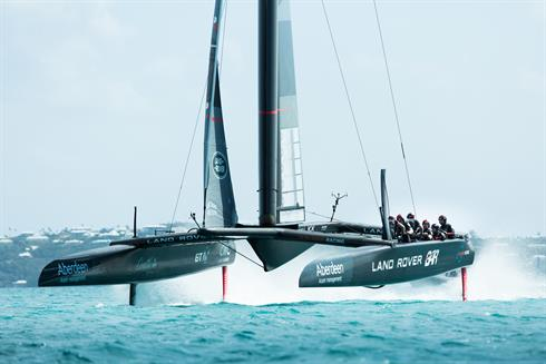 The Land Rover BAR R1 at speed in Bermuda